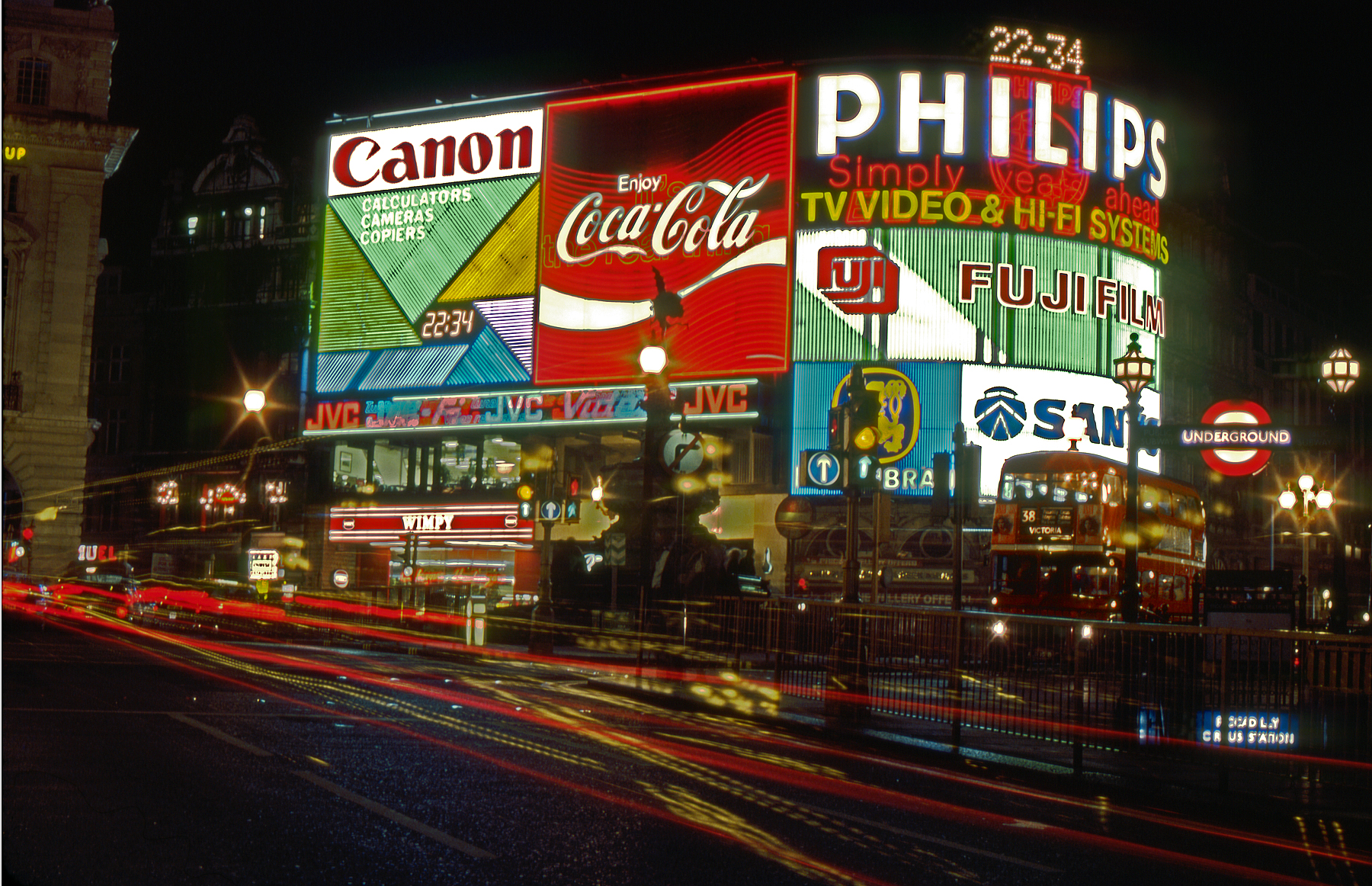 Picadilly_Circus_At_Night-Sept_1983